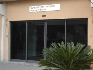 Taormina_-_ingresso_ospedale_s.vincenzo