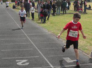 Giovani atleti in pista a Savoca