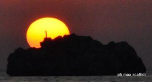 scoglio-al-tramonto