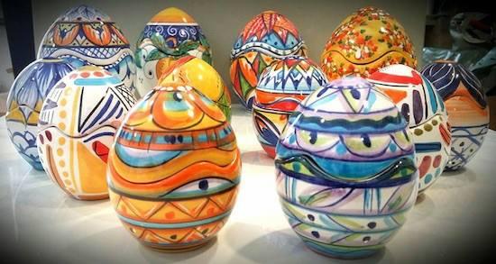 Uova Di Ceramica Dipinte A Mano.Uova Son Davvero Belle Quelle Decorate Dai Maestri Ceramisti Di