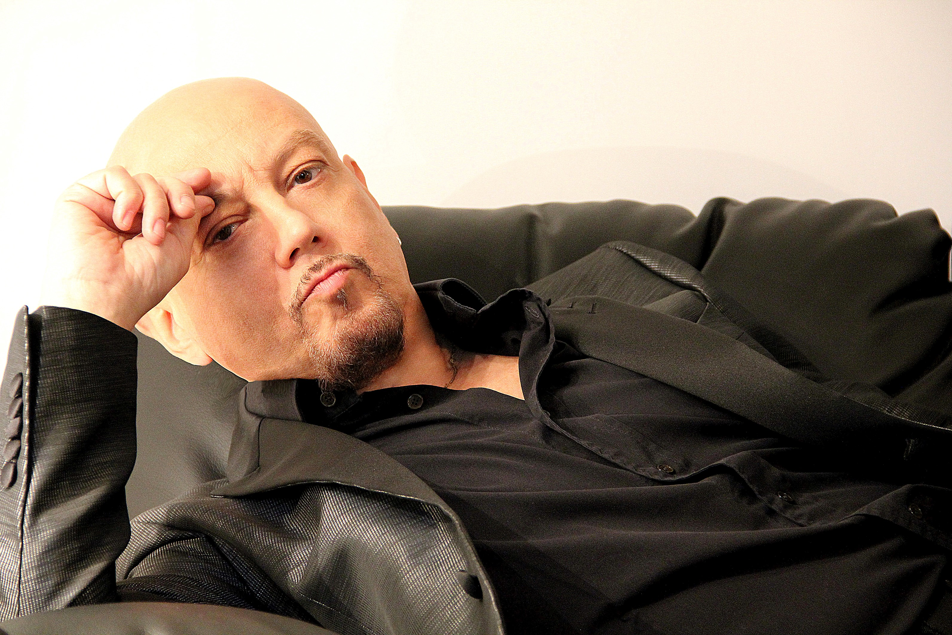 TEATRO - Grande attesa per Enrico Ruggeri Acoustic Tour in scena al  Mandanici di Barcellona - Scomunicando