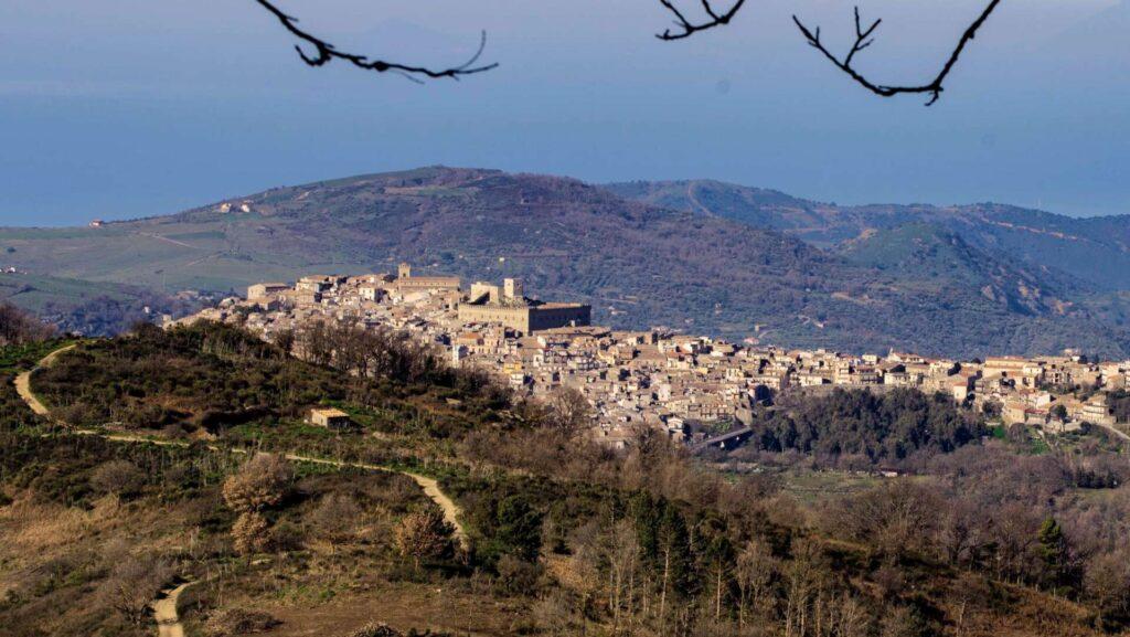BELLA SICILIA – Martedi telecamere puntate su Montalbano Elicona